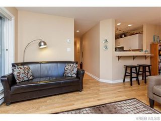 Photo 6: 102 2529 Wark St in VICTORIA: Vi Hillside Condo for sale (Victoria)  : MLS®# 742540