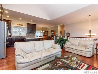 Photo 4: 3459 Auburn Crt in VICTORIA: La Walfred House for sale (Langford)  : MLS®# 742561