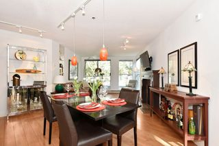 """Photo 3: 202 1502 ISLAND PARK Walk in Vancouver: False Creek Condo for sale in """"THE LAGOONS"""" (Vancouver West)  : MLS®# R2214585"""