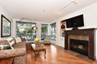 """Photo 2: 202 1502 ISLAND PARK Walk in Vancouver: False Creek Condo for sale in """"THE LAGOONS"""" (Vancouver West)  : MLS®# R2214585"""