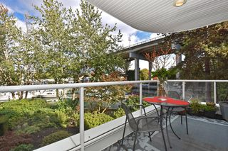 """Photo 15: 202 1502 ISLAND PARK Walk in Vancouver: False Creek Condo for sale in """"THE LAGOONS"""" (Vancouver West)  : MLS®# R2214585"""