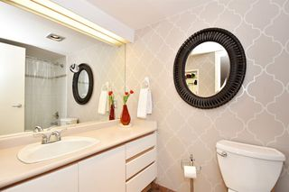 """Photo 11: 202 1502 ISLAND PARK Walk in Vancouver: False Creek Condo for sale in """"THE LAGOONS"""" (Vancouver West)  : MLS®# R2214585"""