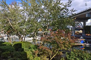 """Photo 16: 202 1502 ISLAND PARK Walk in Vancouver: False Creek Condo for sale in """"THE LAGOONS"""" (Vancouver West)  : MLS®# R2214585"""