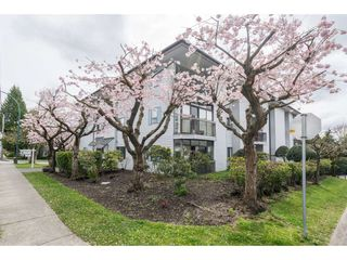 "Photo 2: 204 15290 THRIFT Avenue: White Rock Condo for sale in ""Windermere"" (South Surrey White Rock)  : MLS®# R2254870"