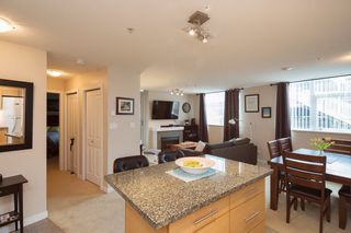 "Photo 5: 301 2225 HOLDOM Avenue in Burnaby: Central BN Condo for sale in ""LEGACY TOWERS"" (Burnaby North)  : MLS®# R2329994"