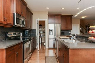 Photo 8: 1335 KAPYONG Avenue in Edmonton: Zone 27 House for sale : MLS®# E4139572