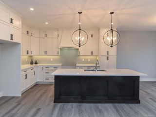Photo 3: 4142 Chancellor Cres in COURTENAY: CV Courtenay City House for sale (Comox Valley)  : MLS®# 807051