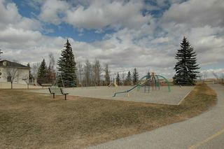 Photo 34: 467 QUEENSLAND Circle SE in Calgary: Queensland Detached for sale : MLS®# C4236793