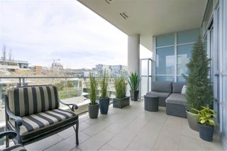 "Photo 9: 708 1616 COLUMBIA Street in Vancouver: False Creek Condo for sale in ""THE BRIDGE"" (Vancouver West)  : MLS®# R2356931"