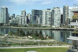 "Photo 2: 708 1616 COLUMBIA Street in Vancouver: False Creek Condo for sale in ""THE BRIDGE"" (Vancouver West)  : MLS®# R2356931"