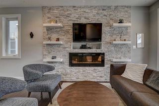 Photo 3: 10135 88 Street in Edmonton: Zone 13 House for sale : MLS®# E4154158