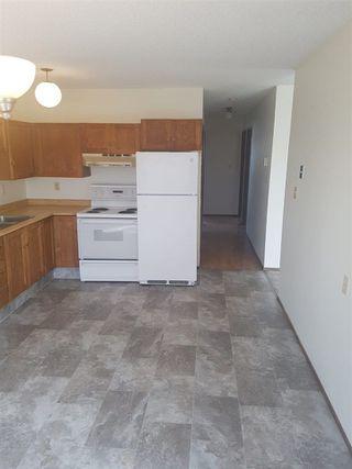 Photo 8: 16019 100 Street in Edmonton: Zone 27 House Half Duplex for sale : MLS®# E4156780