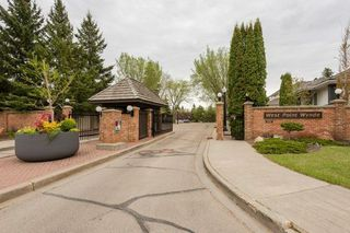 Photo 2: 4 WEST POINT Wynd in Edmonton: Zone 22 House for sale : MLS®# E4158593
