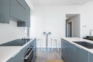 """Photo 4: PH 2702 161 W GEORGIA Street in Vancouver: Downtown VW Condo for sale in """"COSMO BY CONCORD PACIFIC"""" (Vancouver West)  : MLS®# R2378643"""