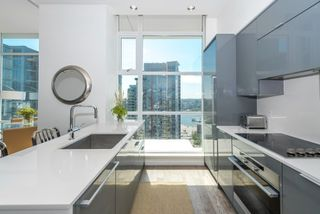 """Photo 3: PH 2702 161 W GEORGIA Street in Vancouver: Downtown VW Condo for sale in """"COSMO BY CONCORD PACIFIC"""" (Vancouver West)  : MLS®# R2378643"""