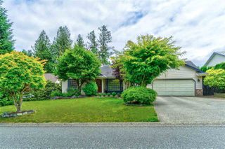 Main Photo: 2220 MOUNTAIN Drive in Abbotsford: Abbotsford East House for sale : MLS®# R2380374