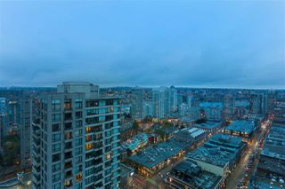 "Photo 2: 3001 928 HOMER Street in Vancouver: Yaletown Condo for sale in ""YALETOWN PARK 1"" (Vancouver West)  : MLS®# R2387487"