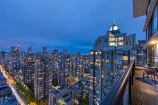 "Photo 3: 3001 928 HOMER Street in Vancouver: Yaletown Condo for sale in ""YALETOWN PARK 1"" (Vancouver West)  : MLS®# R2387487"