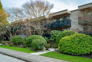 "Main Photo: 303 2416 W 3RD Avenue in Vancouver: Kitsilano Condo for sale in ""Landmark Reef"" (Vancouver West)  : MLS®# R2435957"
