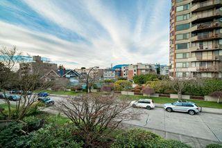 "Photo 6: 303 2416 W 3RD Avenue in Vancouver: Kitsilano Condo for sale in ""Landmark Reef"" (Vancouver West)  : MLS®# R2435957"