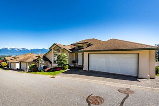 "Main Photo: 37 8590 SUNRISE Drive in Chilliwack: Chilliwack Mountain Townhouse for sale in ""Maple Hills"" : MLS®# R2451549"