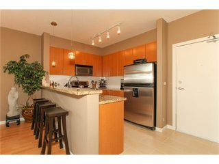 """Photo 5: 506 14 E ROYAL Avenue in New Westminster: Fraserview NW Condo for sale in """"VICTORIA HILL"""" : MLS®# R2526289"""