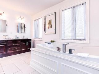 Photo 10: 1 31 Ted Reeve Drive in Toronto: East End-Danforth Condo for sale (Toronto E02)  : MLS®# E3090954