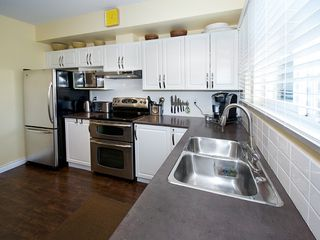 """Photo 8: 2 4787 57TH Street in Ladner: Delta Manor Townhouse for sale in """"VILLAGE GREEN"""" : MLS®# V1100191"""