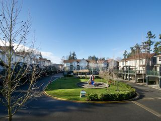"""Photo 11: 2 4787 57TH Street in Ladner: Delta Manor Townhouse for sale in """"VILLAGE GREEN"""" : MLS®# V1100191"""