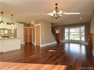 Photo 3: 3153 Alder St in VICTORIA: Vi Mayfair Single Family Detached for sale (Victoria)  : MLS®# 693276
