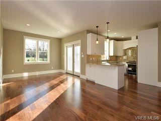 Photo 7: 3153 Alder St in VICTORIA: Vi Mayfair Single Family Detached for sale (Victoria)  : MLS®# 693276