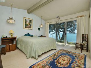 Photo 9: 8413 Lochside Dr in SAANICHTON: CS Turgoose House for sale (Central Saanich)  : MLS®# 698494