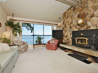 Photo 8: 8413 Lochside Dr in SAANICHTON: CS Turgoose House for sale (Central Saanich)  : MLS®# 698494