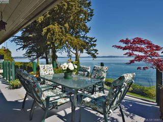 Photo 1: 8413 Lochside Dr in SAANICHTON: CS Turgoose House for sale (Central Saanich)  : MLS®# 698494
