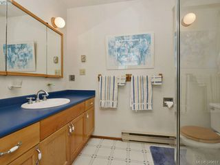 Photo 12: 8413 Lochside Dr in SAANICHTON: CS Turgoose House for sale (Central Saanich)  : MLS®# 698494