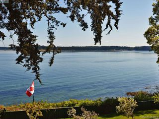 Photo 3: 8413 Lochside Dr in SAANICHTON: CS Turgoose House for sale (Central Saanich)  : MLS®# 698494