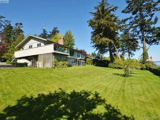 Photo 5: 8413 Lochside Dr in SAANICHTON: CS Turgoose House for sale (Central Saanich)  : MLS®# 698494