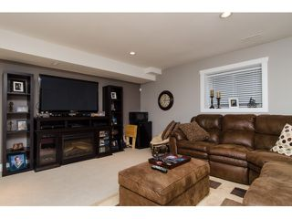 Photo 17: 45 2453 163 Street in Surrey: Grandview Surrey Townhouse for sale (South Surrey White Rock)  : MLS®# R2011671