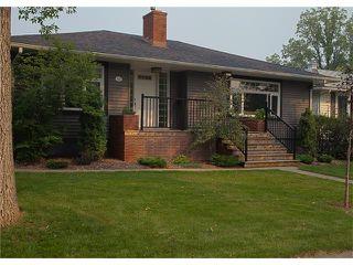 Photo 1: 3211 KILKENNY Road SW in Calgary: Killarney/Glengarry House for sale : MLS®# C4040457
