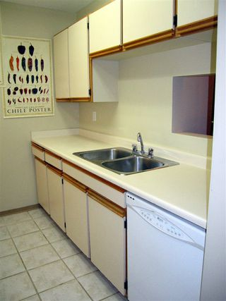 """Photo 9: 205 1450 E 7TH Avenue in Vancouver: Grandview VE Condo for sale in """"RIDGEWAY PLACE"""" (Vancouver East)  : MLS®# R2073387"""