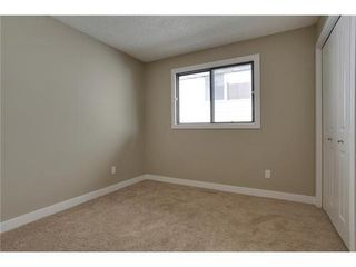 Photo 18: 4 WOODBROOK Way SW in Calgary: Bungalow for sale : MLS®# C3517374