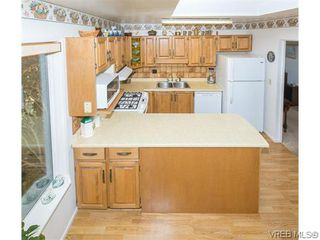 Photo 6: 829 Leota Pl in VICTORIA: SE Cordova Bay House for sale (Saanich East)  : MLS®# 742454