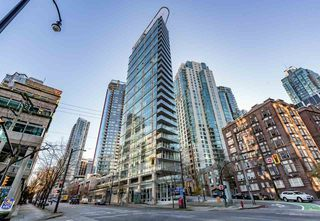 "Photo 2: 1702 1277 MELVILLE Street in Vancouver: Coal Harbour Condo for sale in ""FLATIRON"" (Vancouver West)  : MLS®# R2206172"