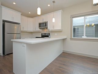 Photo 6: 13 Massey Pl in : VR Six Mile Row/Townhouse for sale (View Royal)  : MLS®# 777606