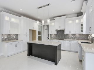 """Photo 7: 18415 59A Avenue in Surrey: Cloverdale BC House for sale in """"CLOVERDALE"""" (Cloverdale)  : MLS®# R2251135"""