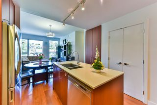"Photo 5: 512 221 E 3RD Street in North Vancouver: Lower Lonsdale Condo for sale in ""ORIZON"" : MLS®# R2276103"