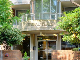 "Photo 2: 501 1845 ROBSON Street in Vancouver: West End VW Condo for sale in ""SUNDIAL PLACE"" (Vancouver West)  : MLS®# R2294334"