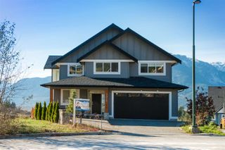 Photo 2: 2938 STRANGWAY Place in Squamish: University Highlands House for sale : MLS®# R2330175