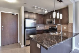 "Photo 3: 2007 888 CARNARVON Street in New Westminster: Downtown NW Condo for sale in ""Marinus at Plaza 88"" : MLS®# R2333675"