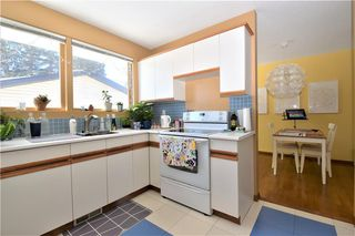 Photo 5: 2627 LIONEL Crescent SW in Calgary: Lakeview Detached for sale : MLS®# C4229156
